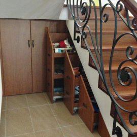 Merdiven Altı Ceviz Çekmeceli Dolap
